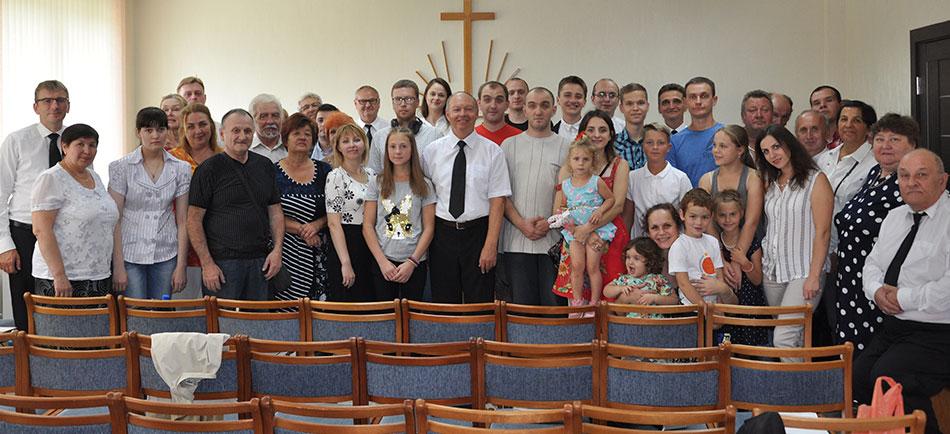 Апостол с прихожанами в общине Гродно